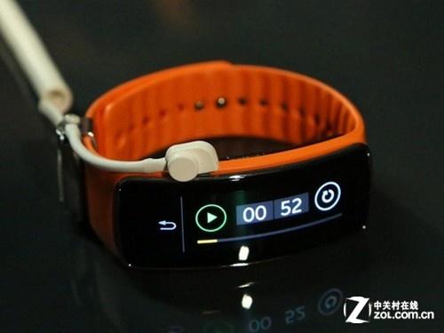三星Gear Fit全新智能手表售价1399元